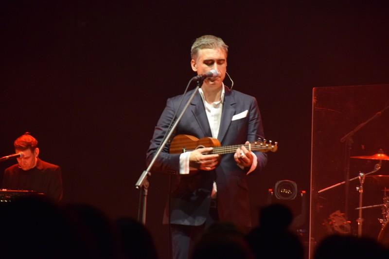 Jan Plestenjak je s svojim vokalom in karizmo povsem razvnel dvorano Golovec.