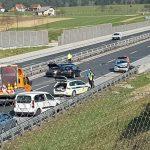 Zaradi naleta treh vozil več ur zaprta avtocesta med Celjem in Dramljami (foto)