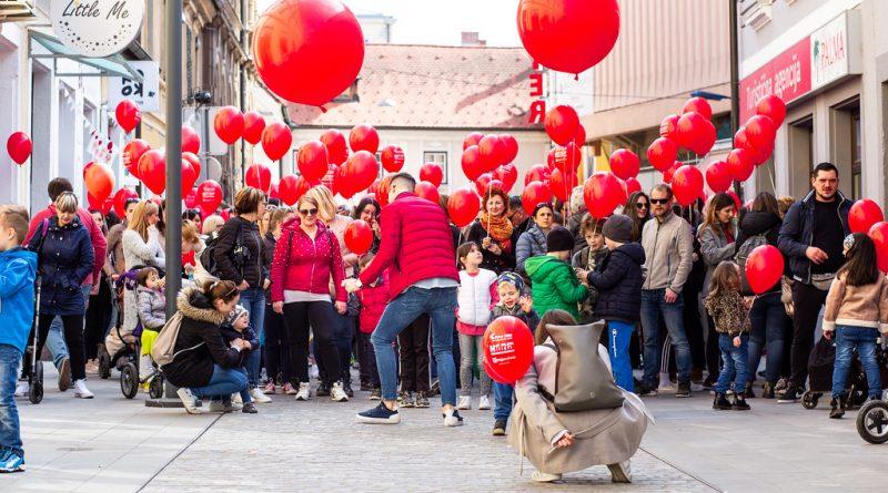 rdeci-baloni-celje