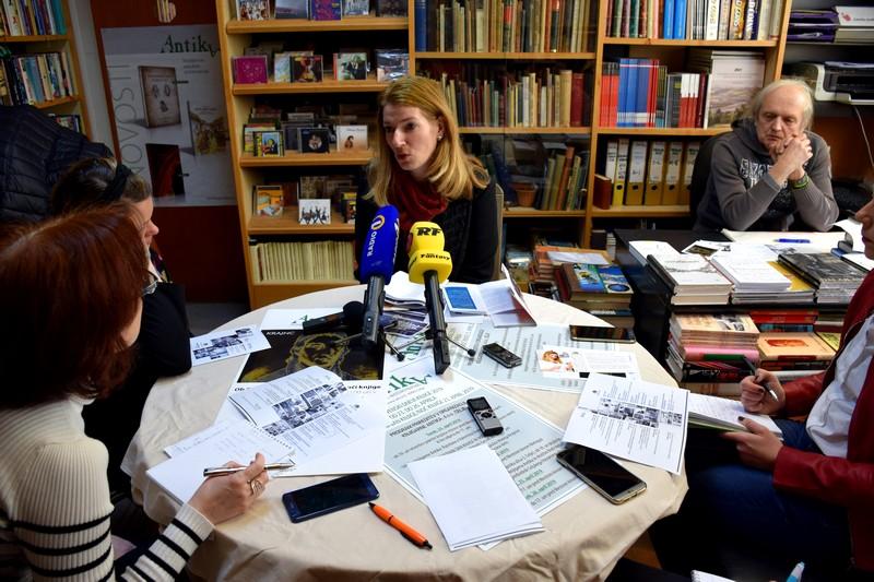Polonca Bajc Napret in Božo Mulej sta predstavila razgiban program, ki ga v knežje mesto prinašajo 24. slovenski dnevi knjige.