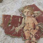 Koščki rimskih fresk dokazujejo visok standard Celeie: odkrita tudi podoba znamenitega Amorja