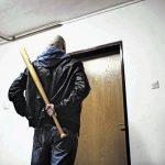 Celjanka in Celjan osumljena nasilnega ropa v stanovanju