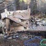Dom na Okrešlju pogorel do tal. Ogled pogorišča zaradi slabih vremenskih razmer onemogočen (foto)