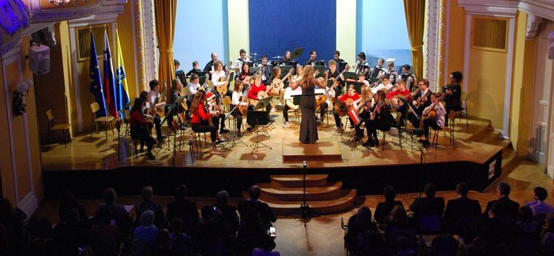 glasbena_sola_koncert_kitarski_orkester_harmonikasi_2019_december