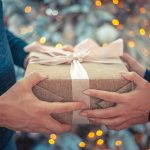 Koliko glede na povprečnega Slovenca v decembru zapravite vi? In kako preživljate božične praznike? #anketa