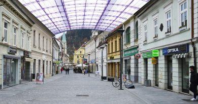 Streha nad Stanetova ulico v Celju (avto Roman Fonda)