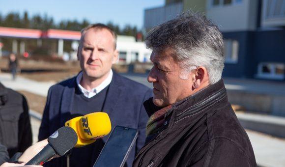 Pričetek gradnje novega bloka sta naznanila župan Občine Žalec Janko Kos in direktor podjetja Gradiatim Peter Sevnik