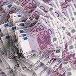 Vladni paket proti koroni: tako bodo med prebivalstvo razdelili dobri 2 milijardi evrov