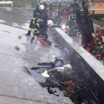 Zagorelo v skladišču (foto), poškodba v hlevu, močno puščanje plina
