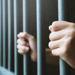Celjan osumljen dvajsetih kaznivih dejanj ostal v priporu