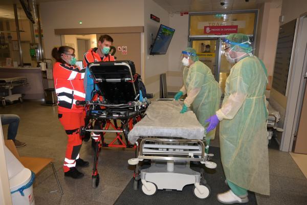 V Splošni bolnišnici Celje odgovarjajo na očitke novinarjev ter pojasnjujejo obravnavo okuženih v šmarskem Domu ostarelih