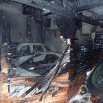 Zagorelo na balkonu, ogenj v garaži zajel 6 vozil – evakuiranih 30 ljudi
