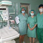 Celjska porodnišnica z novo transportno reanimacijsko posteljico za prezgodaj rojene novorojenčke