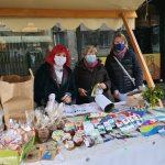 Kljub epidemiji Rotary klub Celje na decembrski stojnici zbral lep znesek za obdarovanje starejših (foto)