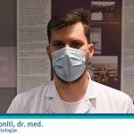 """Infektolog Miha Simoniti ob začetku cepljenja v SB Celje: """"Cepivo je varno, učinkovito in prostovoljno"""" (video)"""