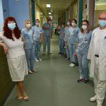 Število hospitaliziranih že skoraj v oranžni fazi. Tudi regionalno se bližamo oranžni. Prva triada k pouku že v ponedeljek