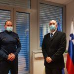 Žalski policist, ki je voznici z zastojem srca rešil življenje, bo prejel medaljo policije za požrtvovalnost