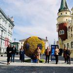 Cvetlična žoga krasi Krekov trg (foto)