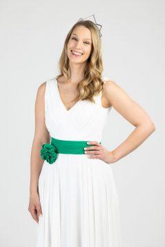 Nova mlečna kraljica Zelene doline Slovenije Ajda Podlesnik je poleg enoletnega najema sponzorskega avtomobila, ob zmagi prejela krono Zlatarne Celje in po meri izdelano obleko modne oblikovalke Maje Štamol