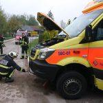 Okvara na reševalnem vozilu, v prometni nesreči na avtocesti poškodovani trije