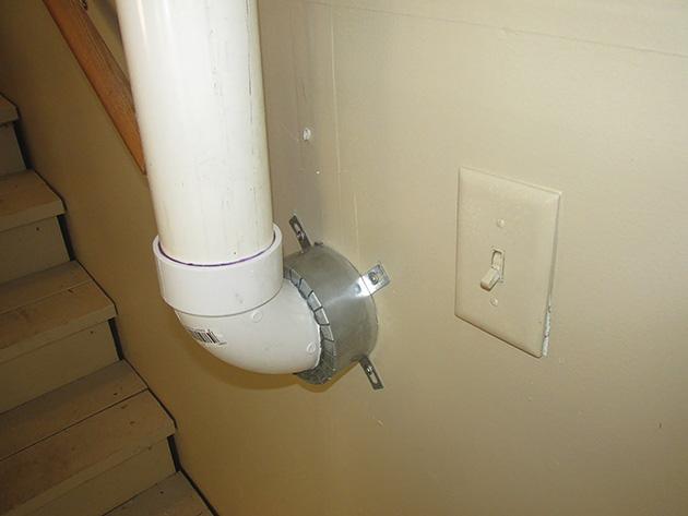 Slika na novo nameščenega ognejvarnega ovratnika za istem blažitve prehajanja radona