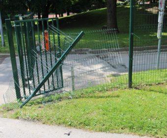 Poškodovana ograja