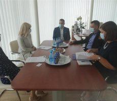 Minister Dikaucic se je v Celju sestal tamkajšnjim notarjem Aleksandrom Mrazom, ponedeljkove obiske pa so s sodelavci zakljucili na Okrožnem državnem tožilstv