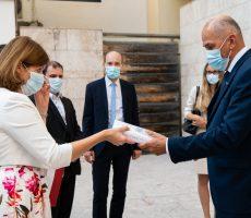 Predsednik vlade Janša se je po pogovorih s celjskim škofom srečal z vodstvom Celjske Mohorjeve družbe, ki v letošnjem letu praznuje 170letnico delovanja