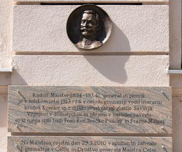 slavnostno odkritje Maistrovega bareliefa pred I. gimnazijo v Celju (2)